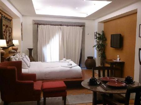 Studio King Bed with Kitchenette and Bathtub Nirvana Boutique Suites Hotel