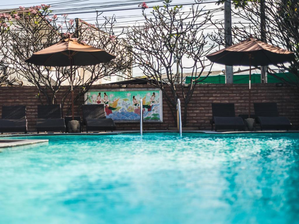Best price on raming lodge hotel in chiang mai reviews - Playmobil swimming pool best price ...