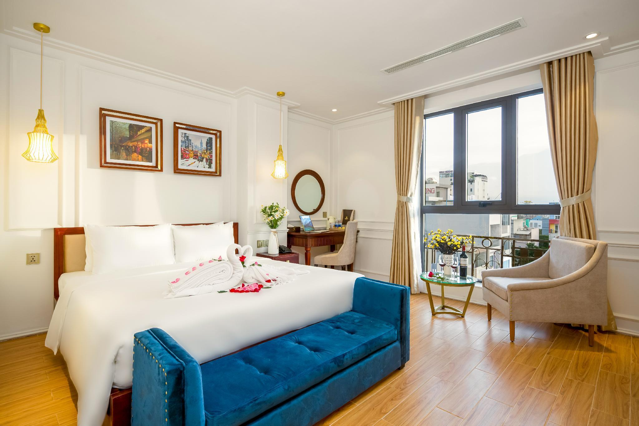 Phòng Deluxe giường đôi Hướng phố (City View Deluxe Double Room)