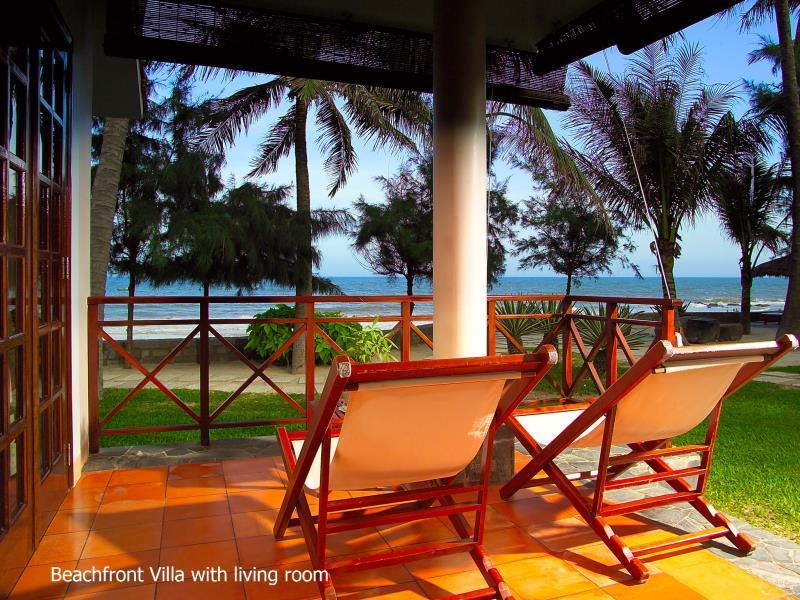 Villa Suite Tepi Pantai (Beachfront Suite Villa)