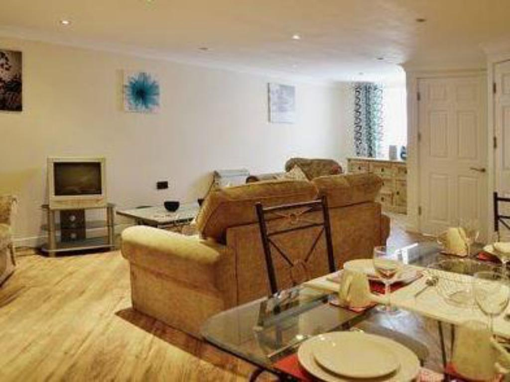 Best Price On Albion Guest House Apartments In Pembroke