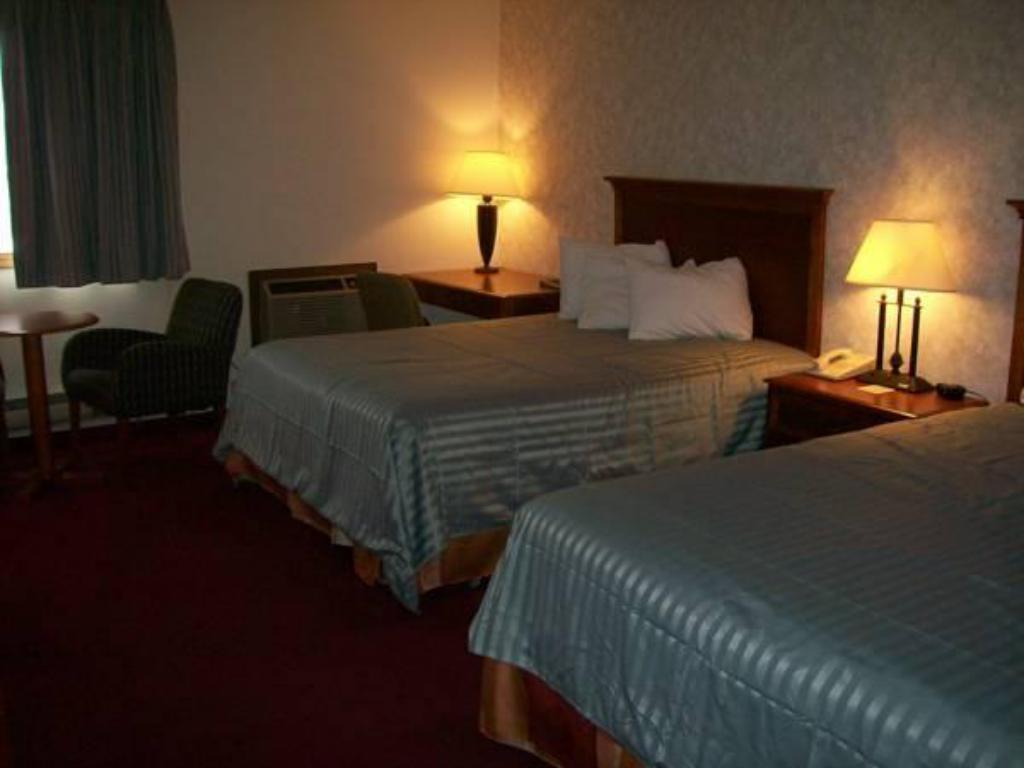 Double Room with Two Double Beds - Bed Eagle's Nest Hotel & Conference Center