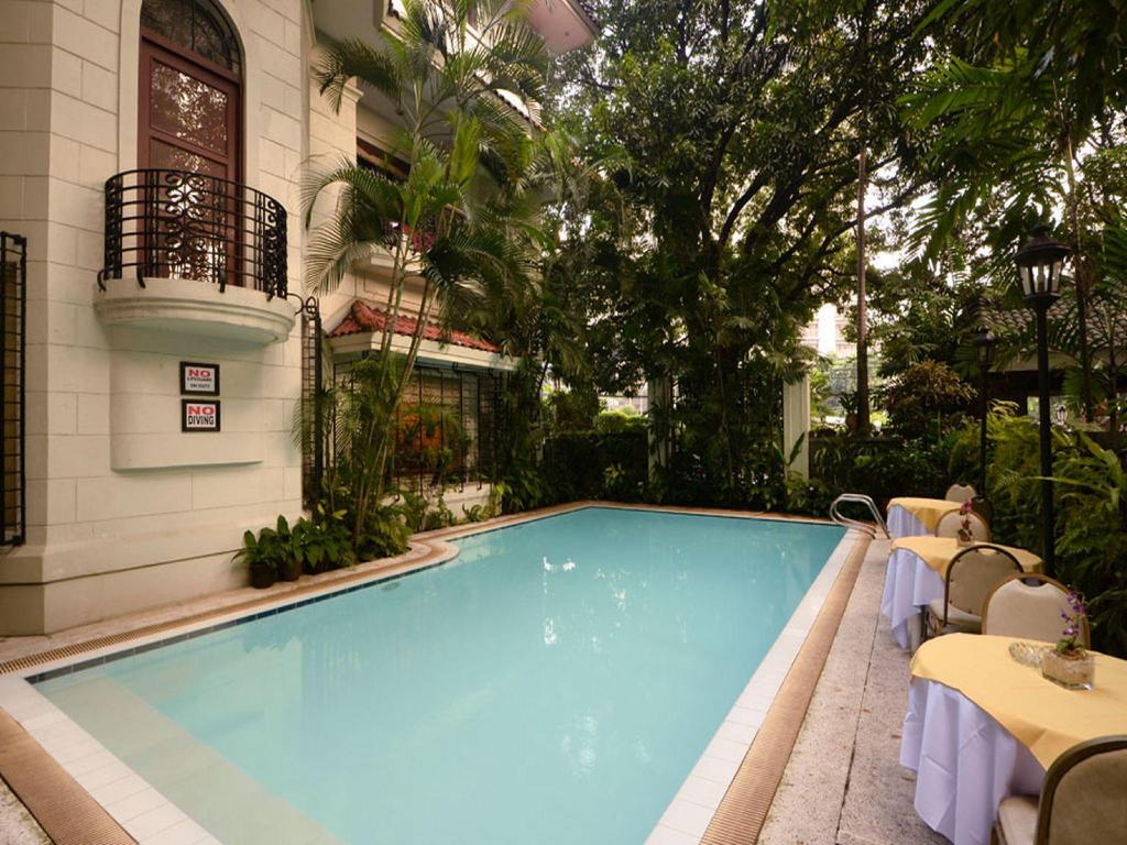 Swimming pool Orchid Garden Suites