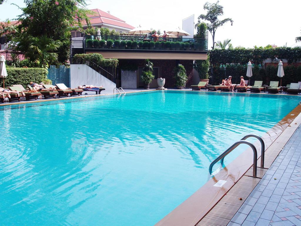 Kolam renang Golden Beach Hotel