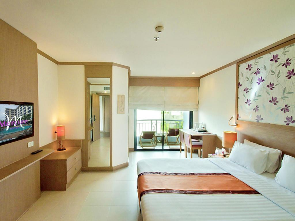 Deluxe Queen Bed Mercure Pattaya