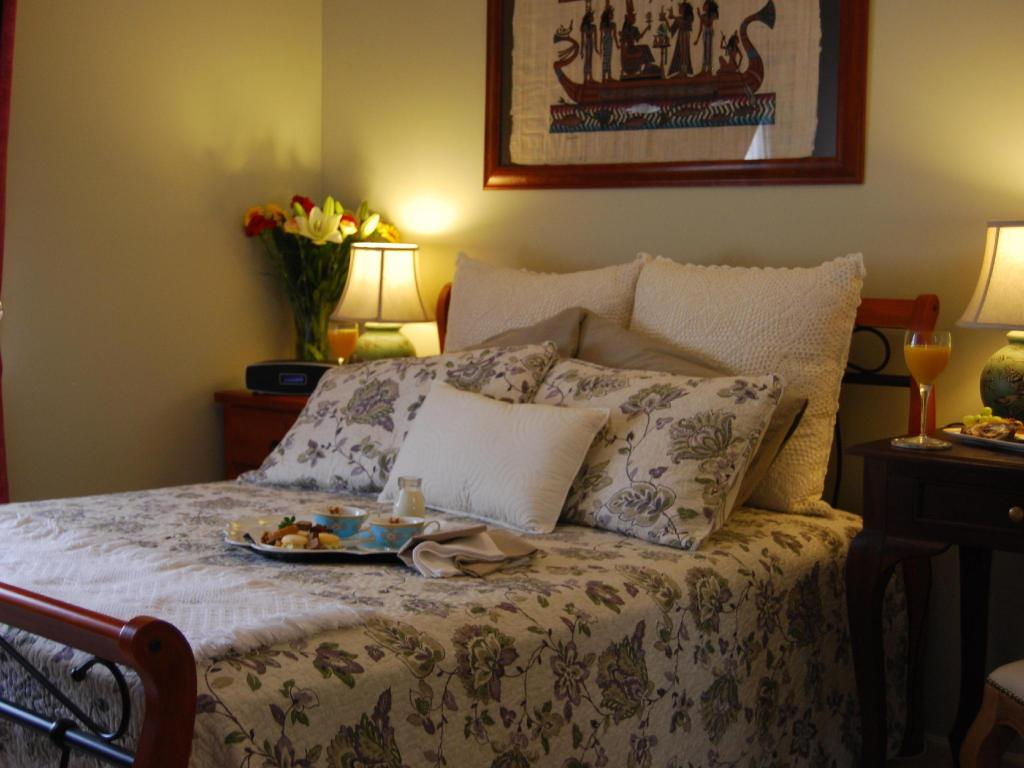 Double Room with shared bathroom room - Bed Cutmore Cottages LÁuberge Angara B&B