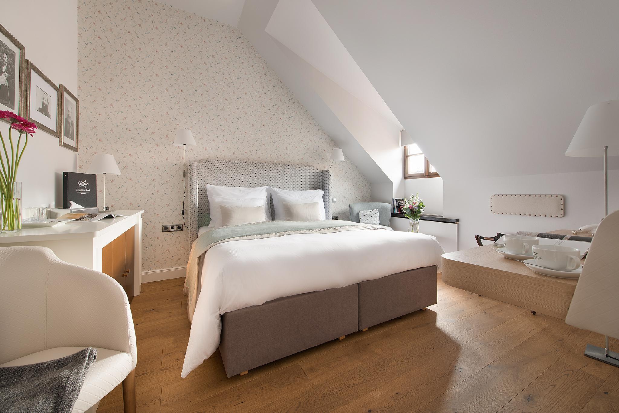 Design hotel neruda in prague room deals photos reviews for Design hotel neruda 4