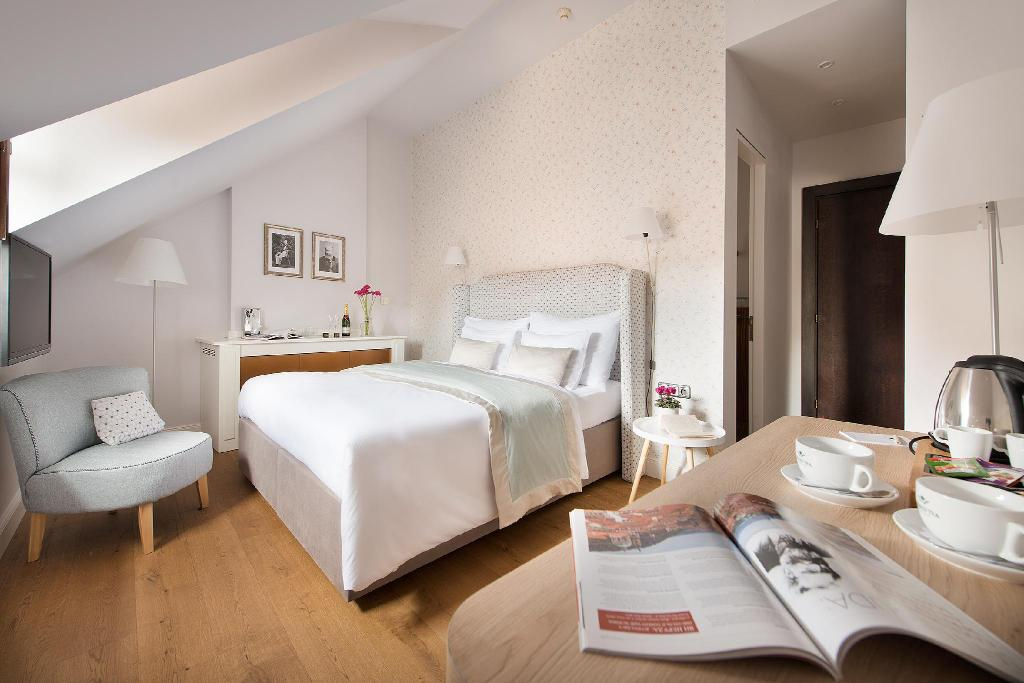 Design hotel neruda in prague room deals photos reviews for Design boutique hotel prag