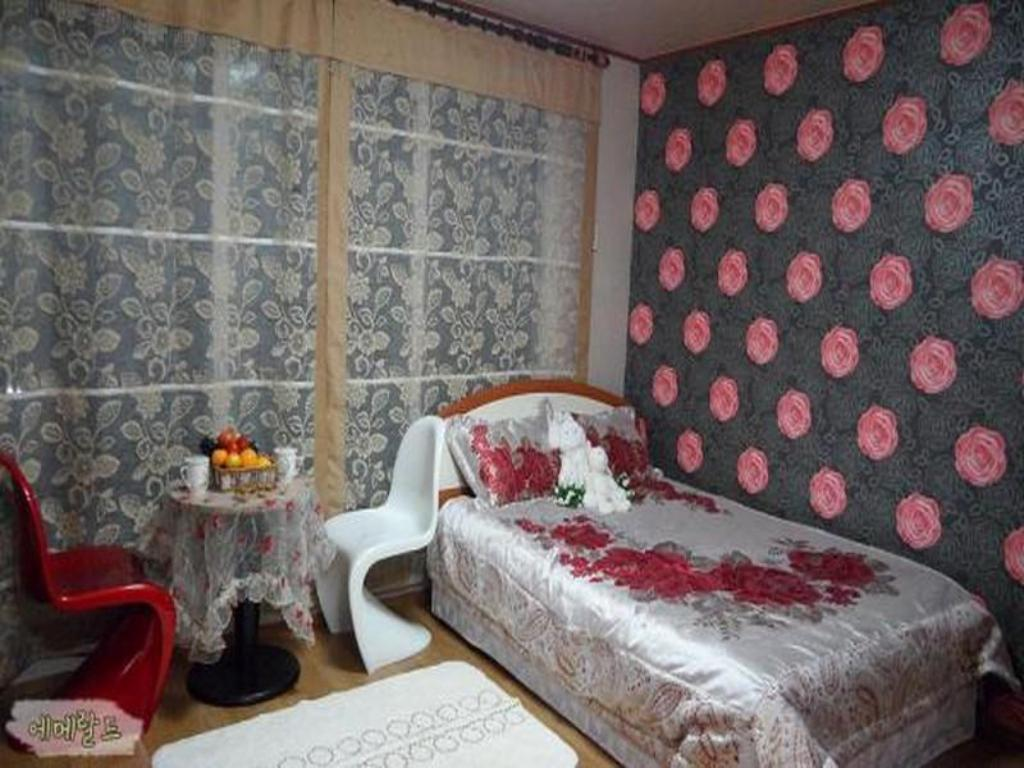 Standard Double Room Puleun House Pension
