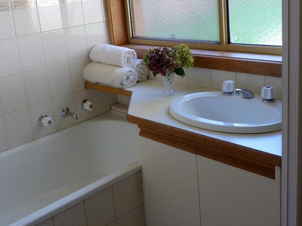 Bathroom East Doncaster Anderson Creek Accommodation