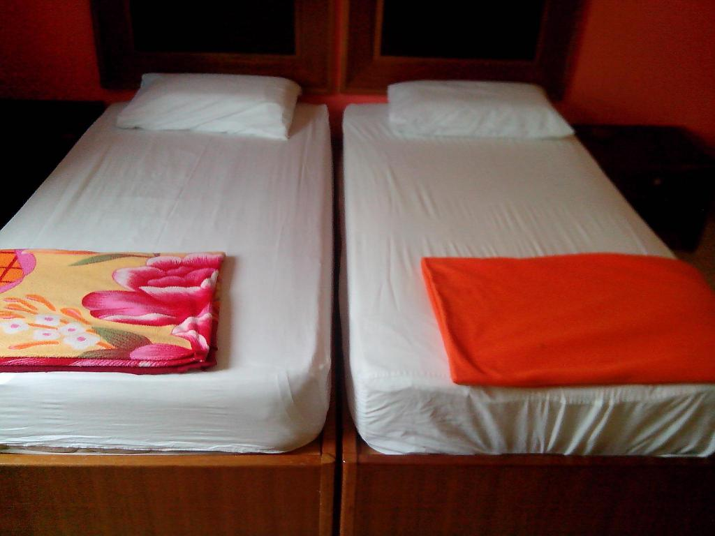 Standard Twin - Bed Embassy Hotel