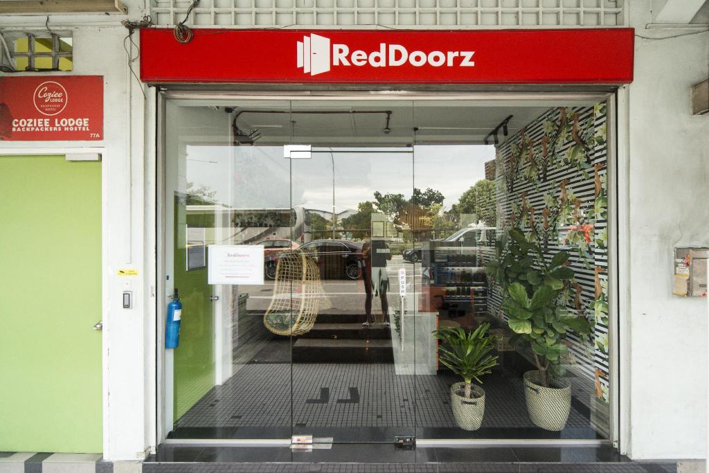 RedDoorz Hostel @ Kallang MRT (SG Clean Certified)