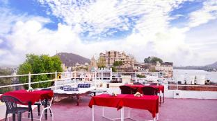 The Lake View Hotel- On Lake Pichola