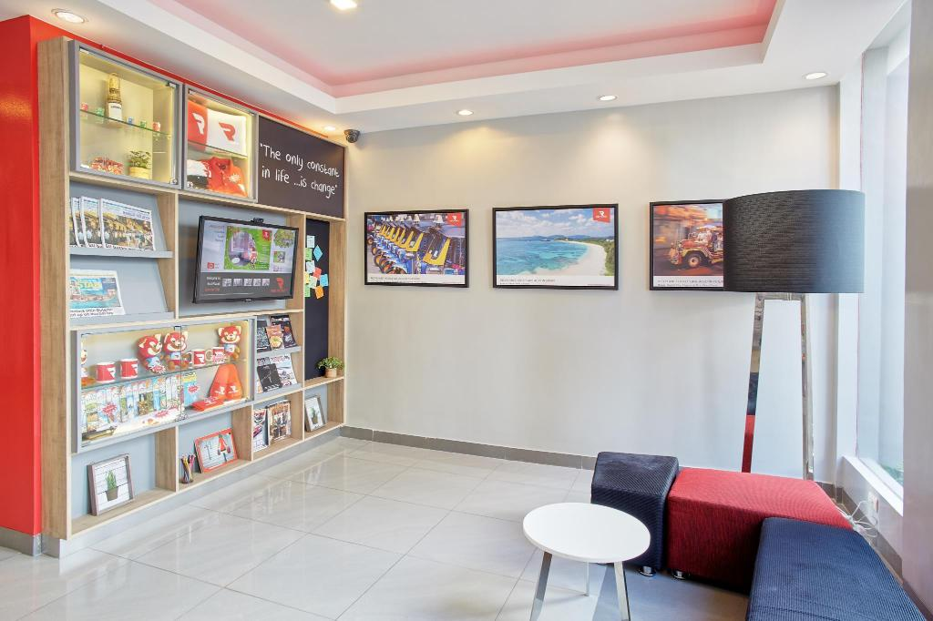 Lobby Red Planet Timog Quezon City