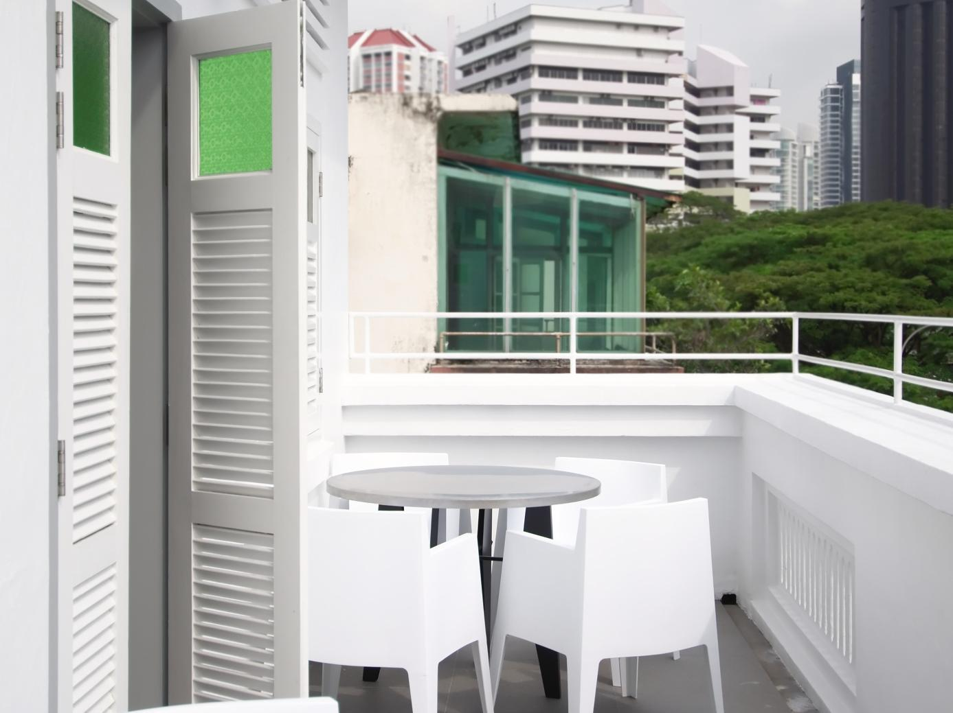 Balcony/terrace The Plot Hostels