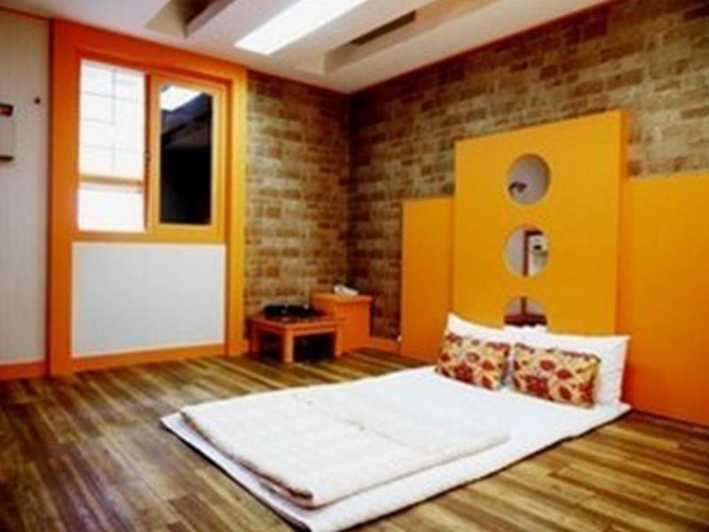 Korean Traditional Ondol Room Will Motel