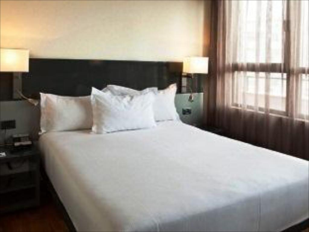 Smaller Guest room, 1 Twin/Single Bed(s) - Легло AC Hotel Avenida de America by Marriott