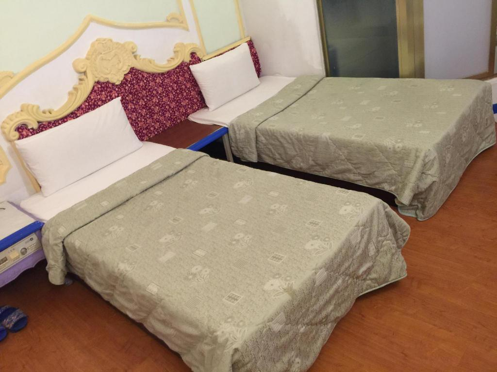 Twin Beds No Window - Bed Adia Budget Hotel