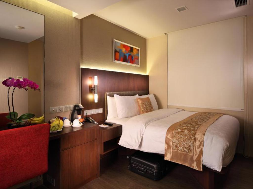 Premier Double Room - Bedroom