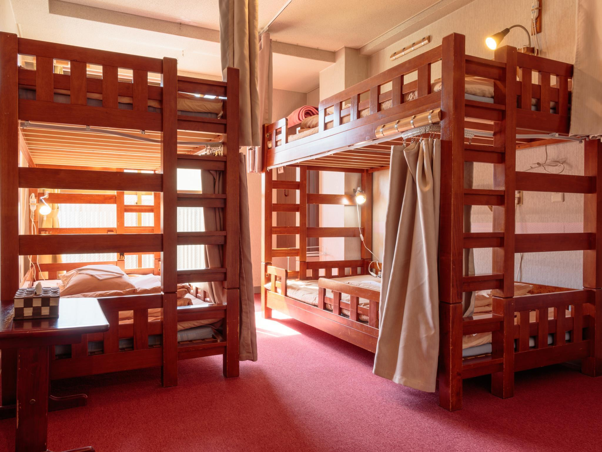 Vuode 4 vuoteen makuusalissa naisille (Bed in 4 - Bed Female Dormitory)