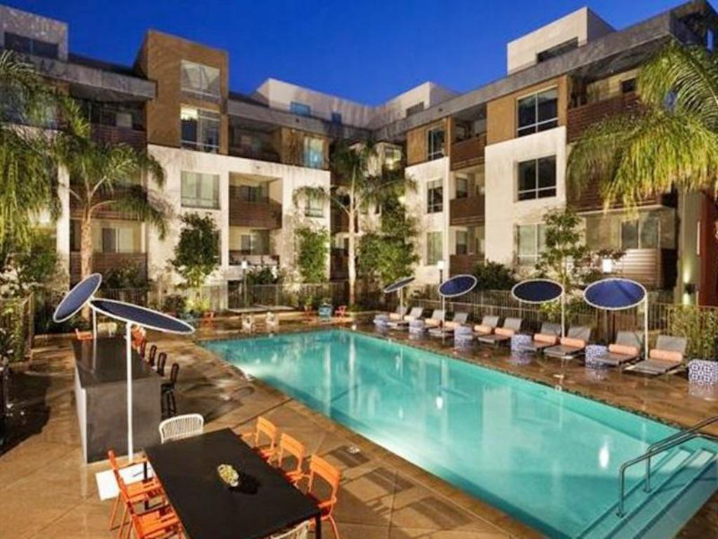 Best price on mccadden place apartment in los angeles ca - Indoor swimming pools in los angeles ca ...