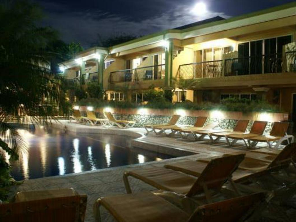 Swimming pool Hotel Mangaby