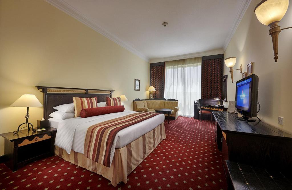 Deluxe Room - Bedroom Millennium Airport Hotel Dubai