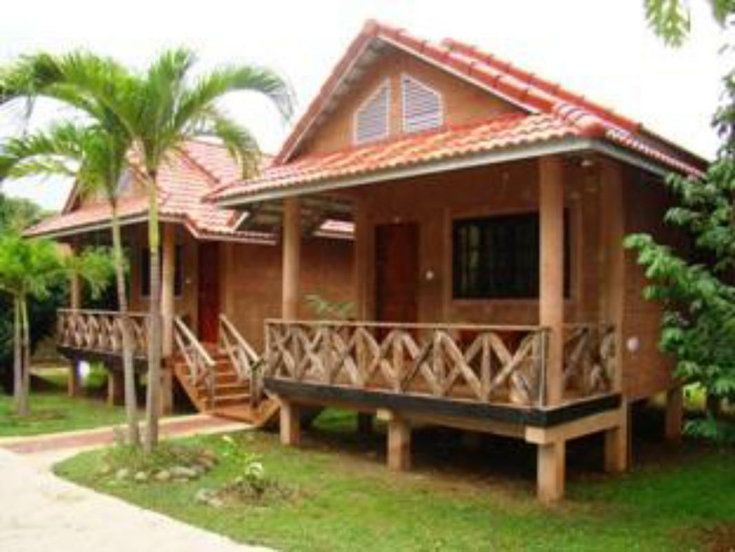 Best Price on Bamboo Natural Restaurant & Guest House in Pailin + ...