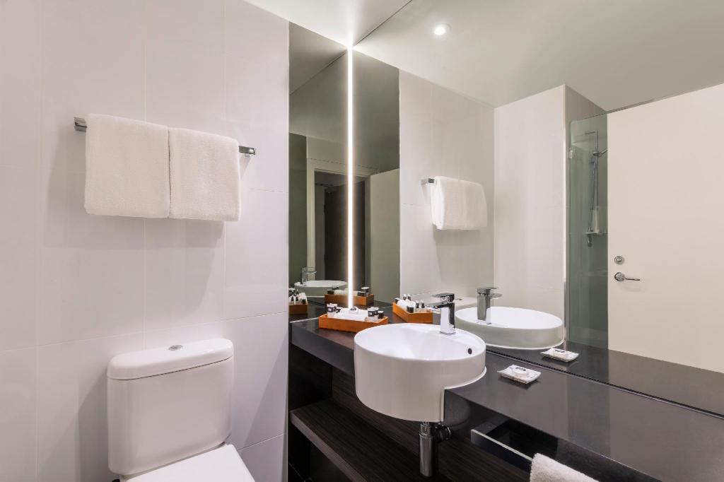 Studio - Bathroom Adina Apartment Hotel Melbourne