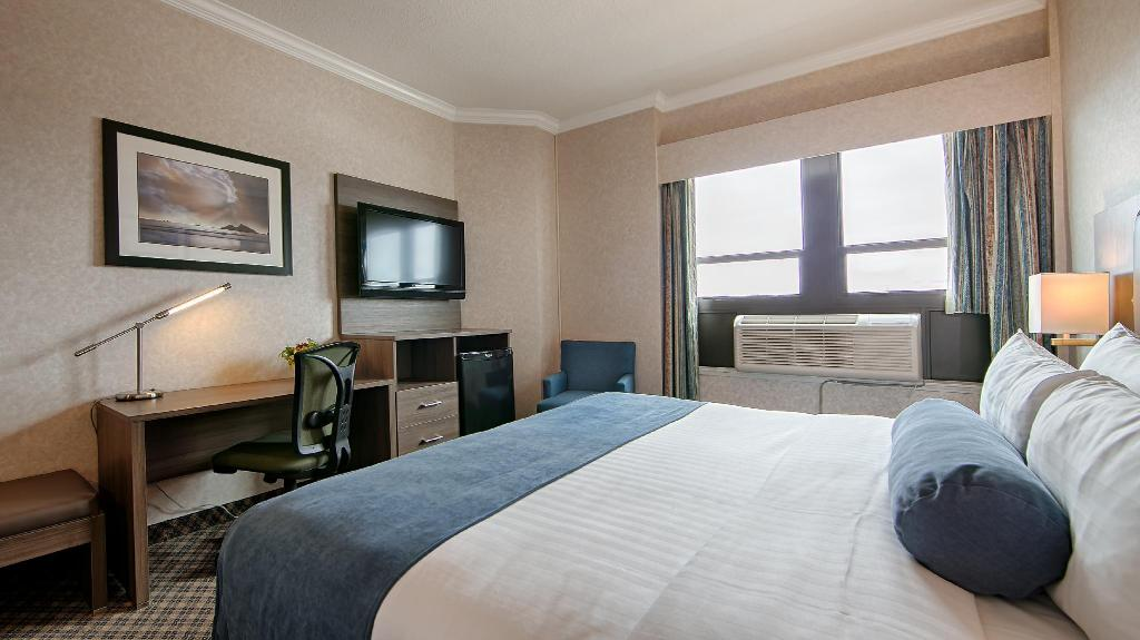 1 Queen Bed Non-Smoking BEST WESTERN PLUS Carlton Plaza Hotel