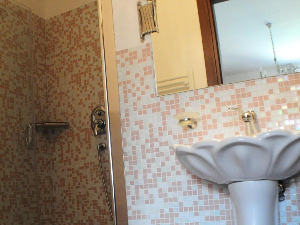 Bathroom Little rHome Suites Bed and Breakfast
