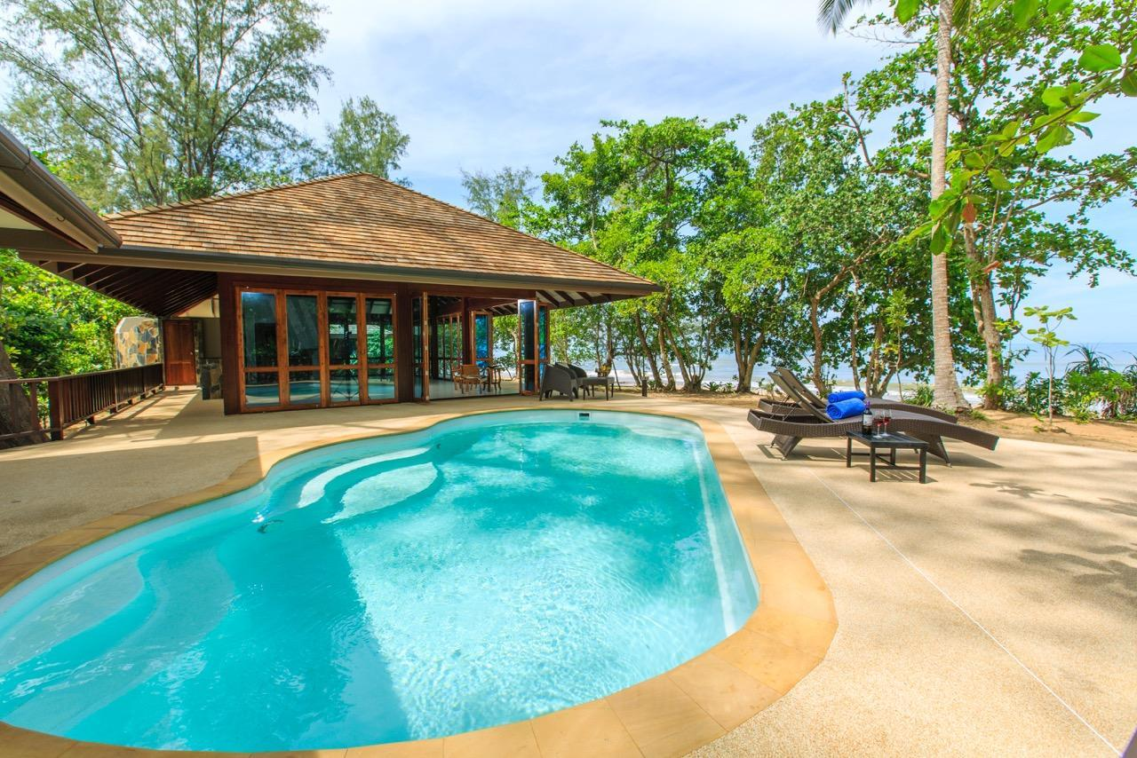 Three Bedroom Beachfront Villa with Private Pool