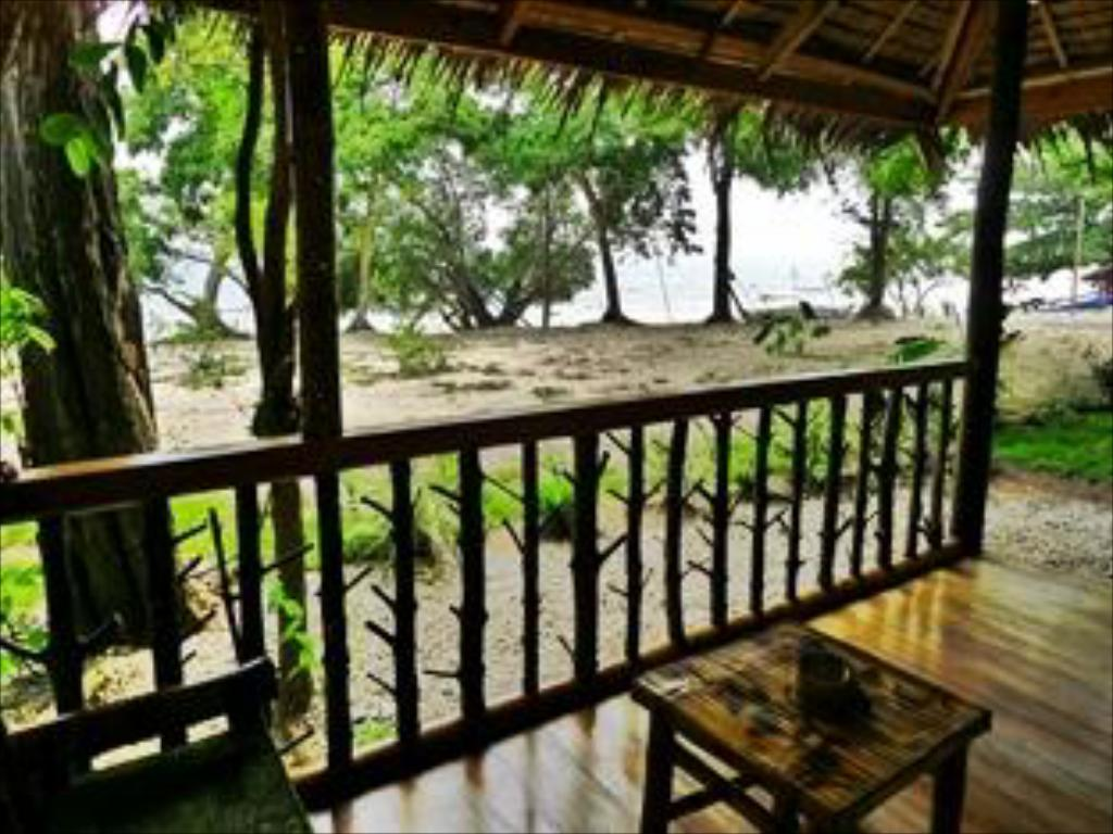 Best price on jungle beach resort in palawan reviews for Balcony jungle