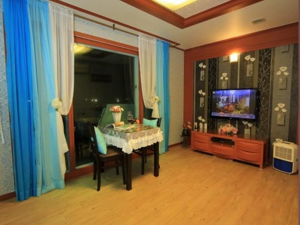 Superior Double Bed Sea and Sunset Pension