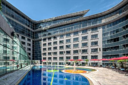 Piscina al aire libre Regal Airport Hotel