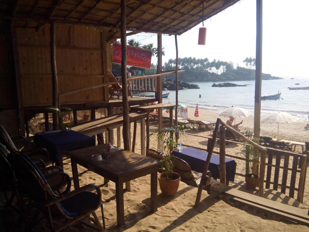 Ресторан Cafe Del Sol Beach Bungalows