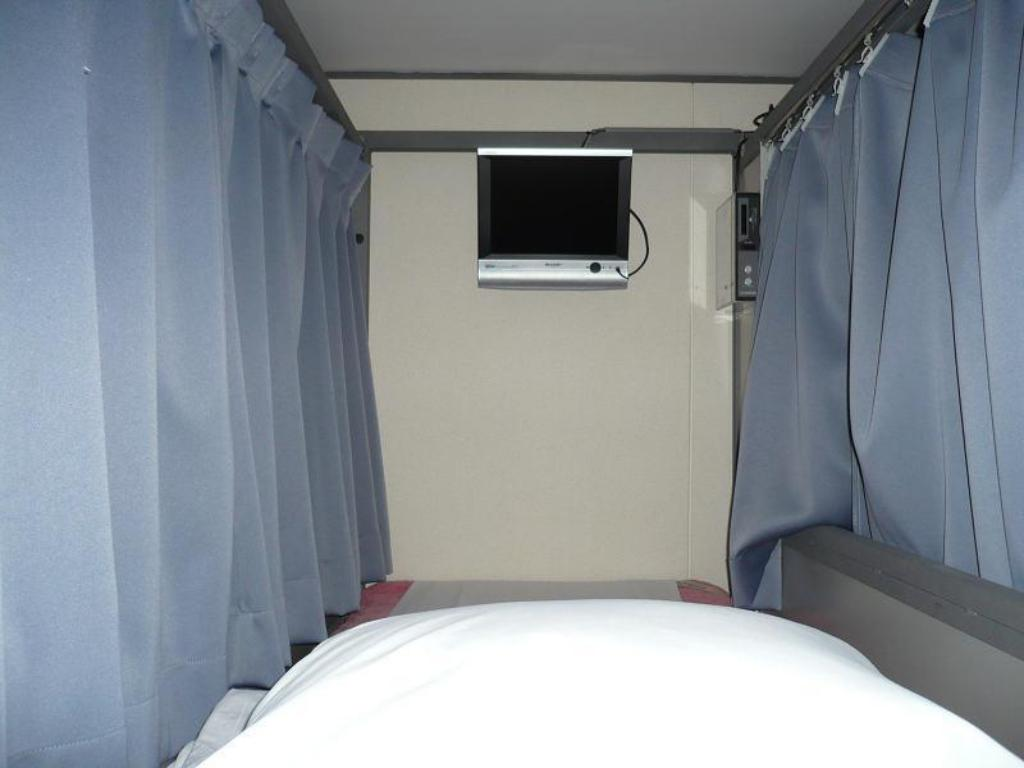 Bunk Bed in Male Dormitory Room - Bed Ishino Spa Roppongi VIVI Capsule Hotel