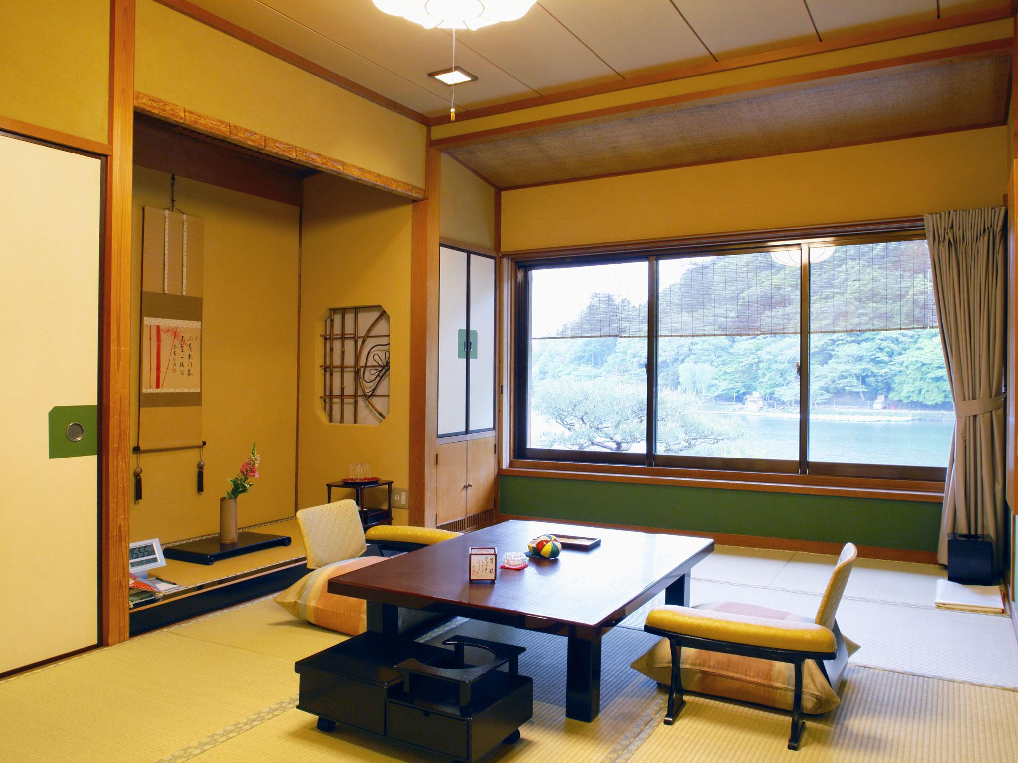 Japanese Style Twin Room with Shared Bathroom