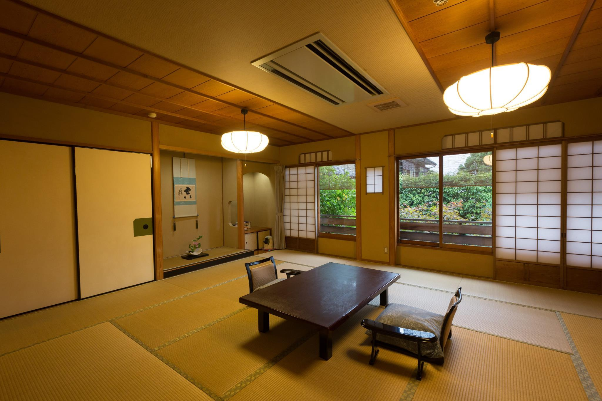 Habitación estilo japonés con baño al aire libre (Japanese Room with Open-Air Bath)