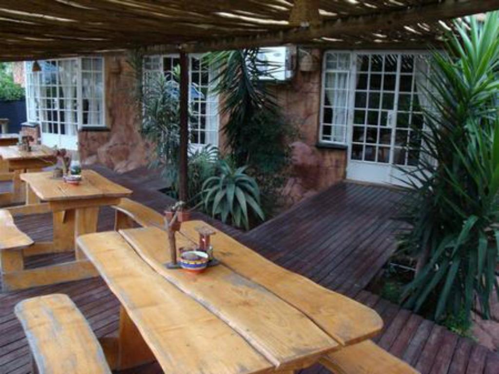Balkon Flintstones Guest House Fourways