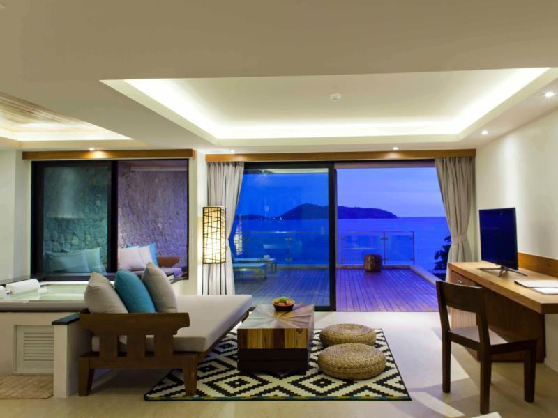 Sea View Suite with Pool Access and Jacuzzi