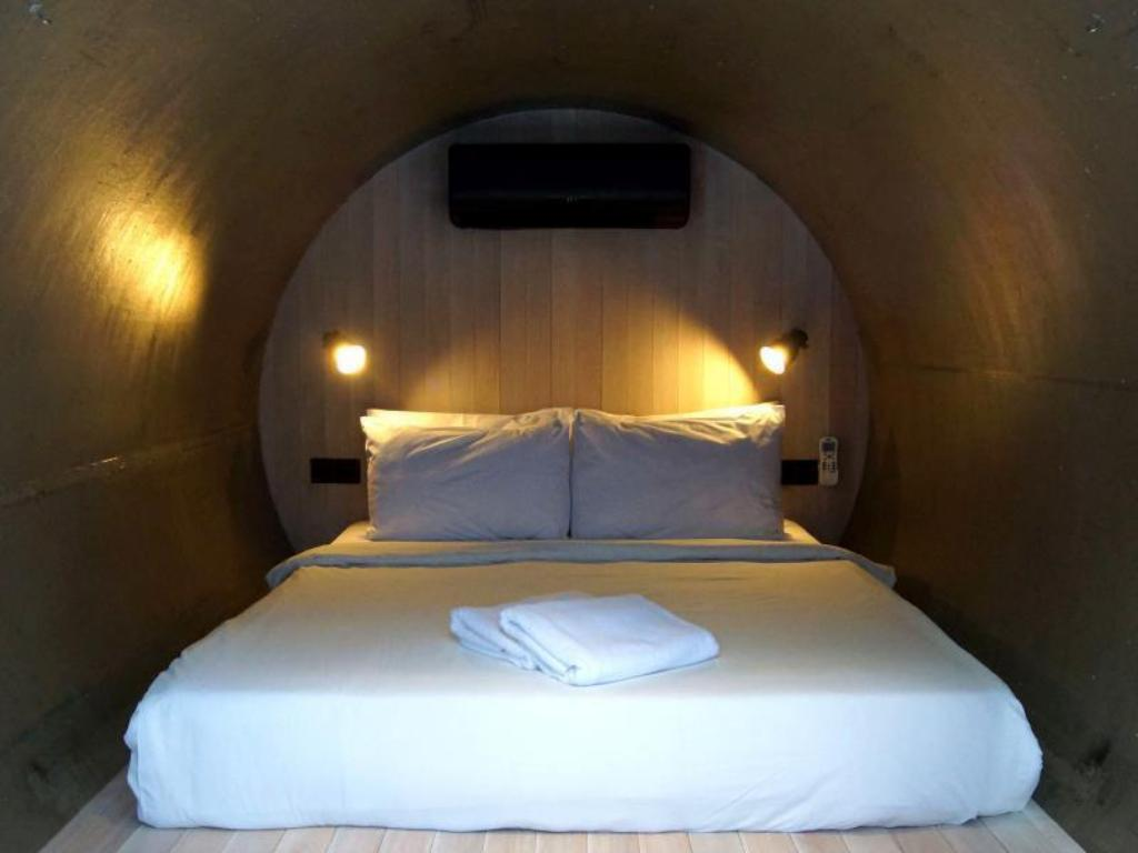 Concrete Room - Bed Container Hotel