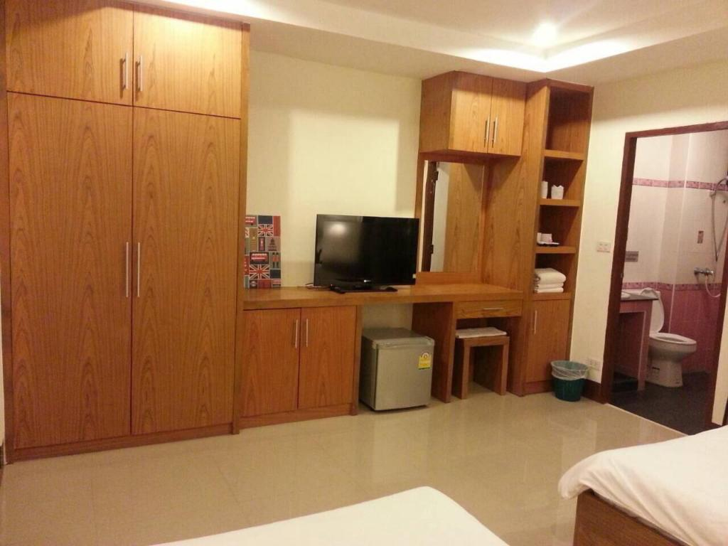 Twin Bed Air Conditioning Cable Tv Private Bathroom - Guestroom Sawitree Place Ubon
