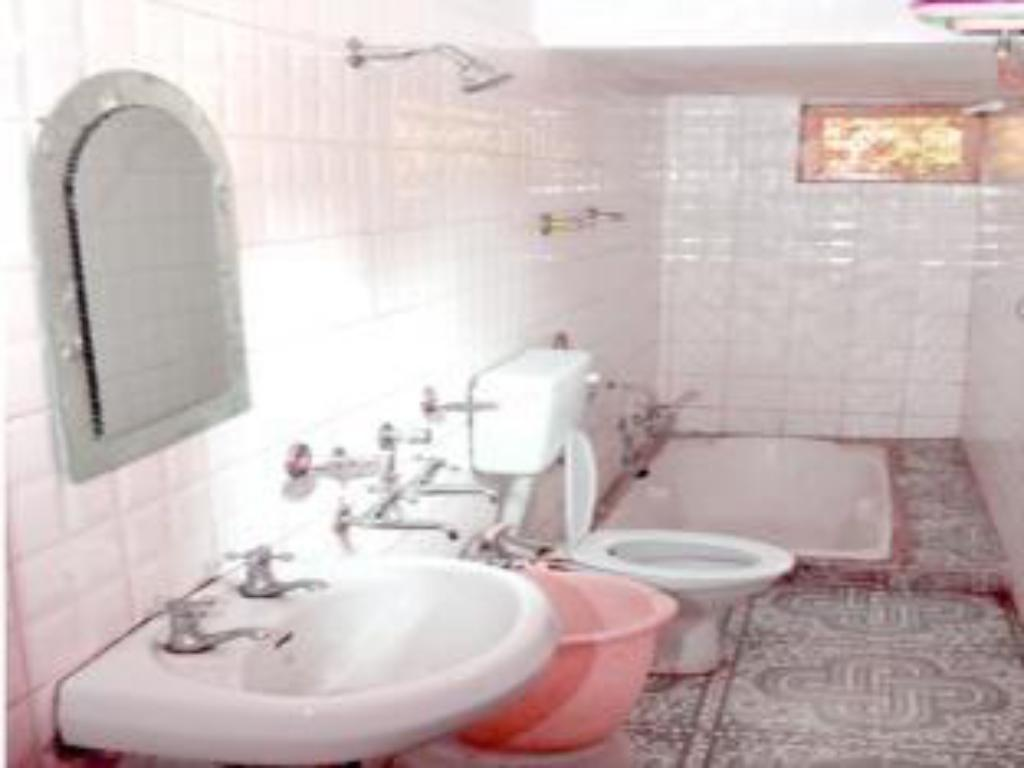 Bathroom Kasauli Hotel Puri