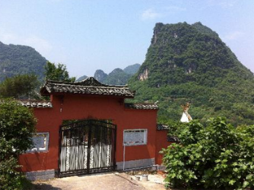 Pemandangan luar Yangshuo The Sleepy Tee Pee Hostel