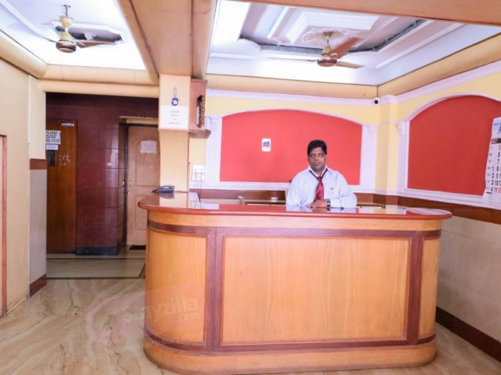 Reception Hotel Shree Damodar Regency