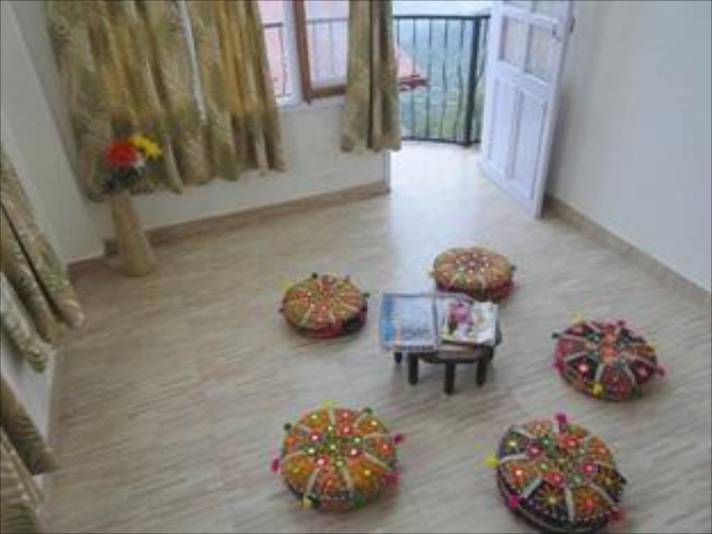 Interior view Aamantran Home Stay Shoghi