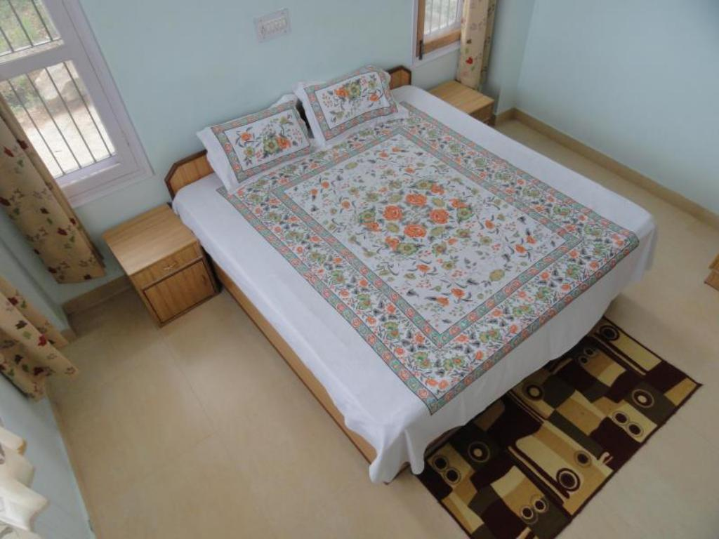 Deluxe - Bed Aamantran Home Stay Shoghi
