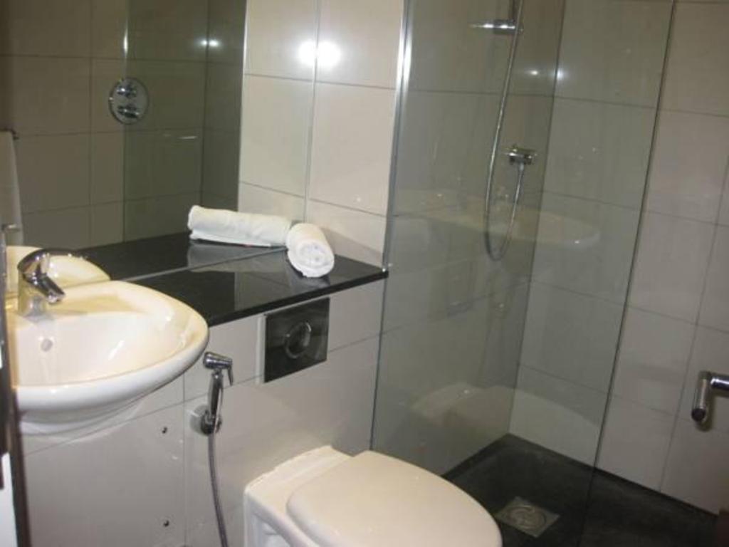 Bathroom Assaha Hyde Park Apartments