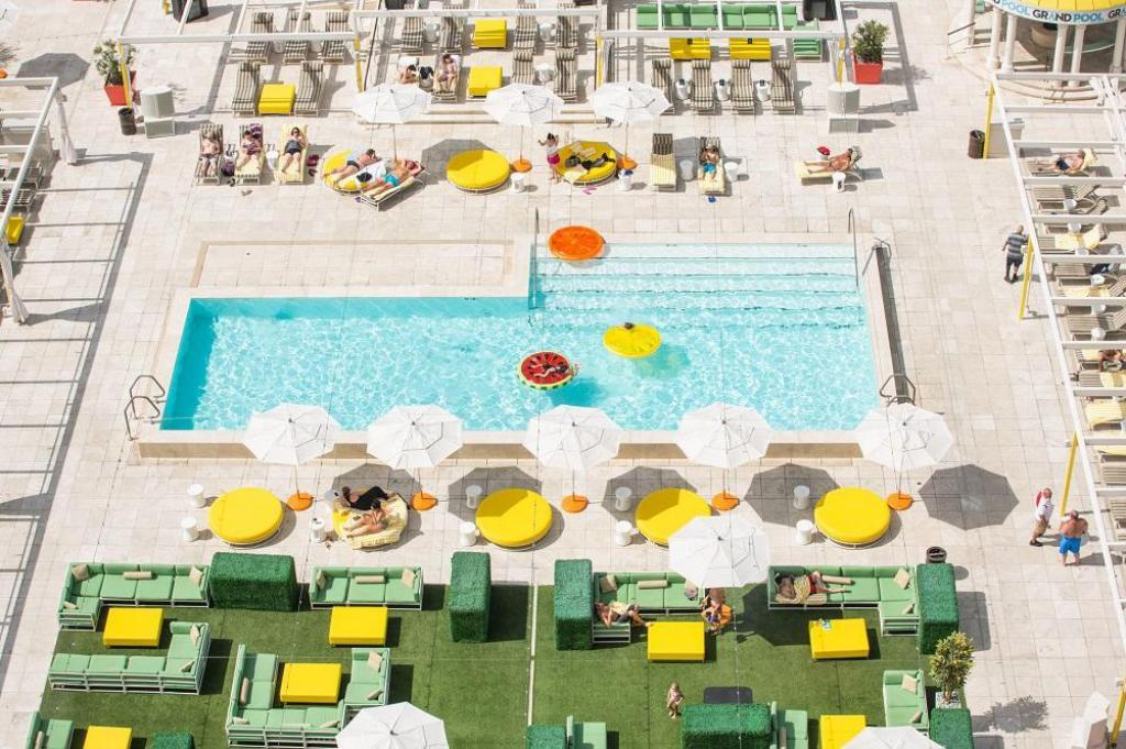Swimming pool [outdoor] Downtown Grand Hotel & Casino, an Ascend Hotel Collection Member